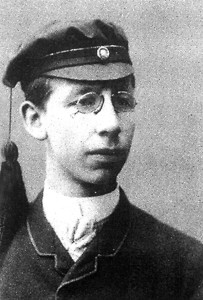 Johan Vaaler iført studentluen
